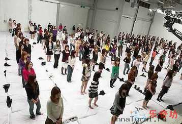 29151Q25T0 Японцы бьют все рекорды: самая большая оргия в мире.