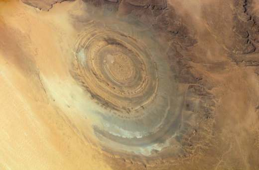 gpw 20061021 NASA ISS016 E 15803 Earth from space the Richat Structure Maur Adrar Desert Mauritania 20071210 medium 571x377 Структура Ришат – глаз Сахары