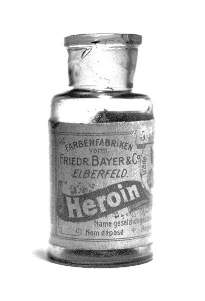 409px Bayer Heroin bottle Топ 9. Самые опасные напитки в мире