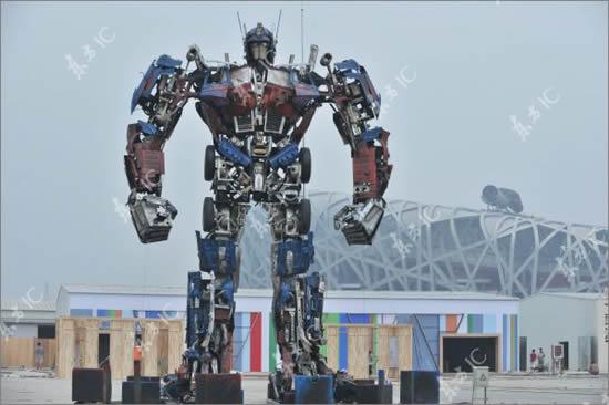 optimus prime 2 В Китае собрали гигантского Оптимуса Прайма