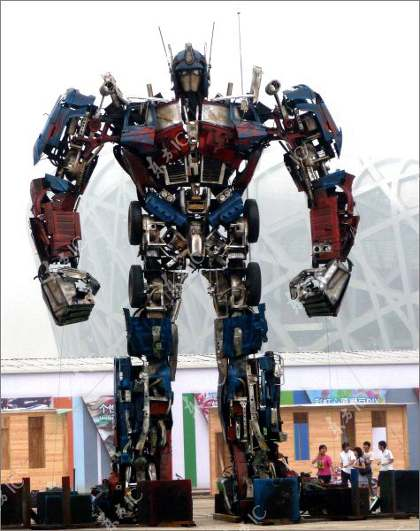 optimus prime 7 В Китае собрали гигантского Оптимуса Прайма