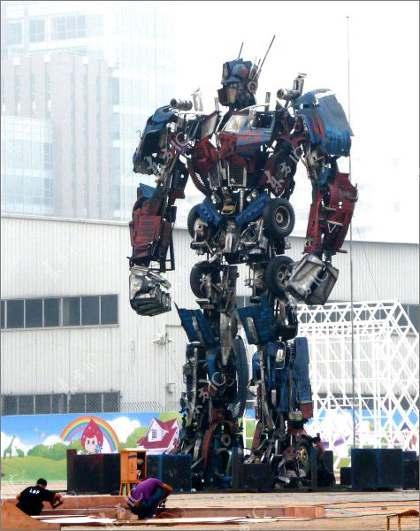 un optimus prime 8 В Китае собрали гигантского Оптимуса Прайма
