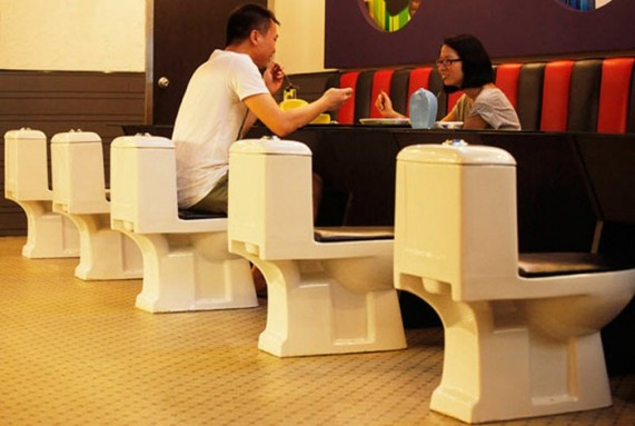 toilet restaurent 1 571x383 Топ 10. Самые необычные рестораны