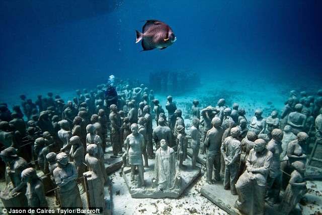 underwater museum 2 Топ 10. Самые удивительные и невероятные вещи, которые можно найти под водой