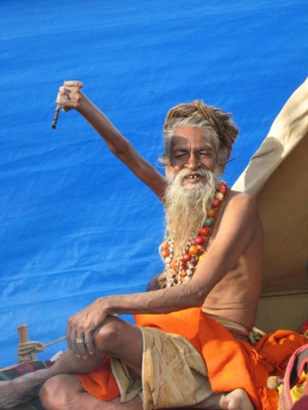 amar bharati 1 Индийский святой, который в течении 38 лет держит свою правую руку поднятой во славу Шивы