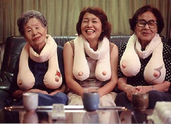 boob scarf 1 Лучший подарок на НГ: СиськоШарф