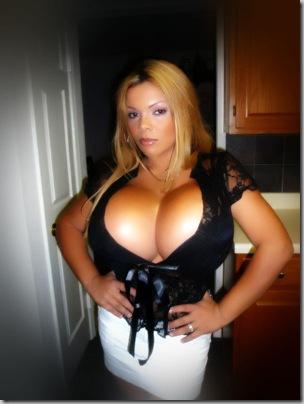 20090204boobs2 thumb Самая большая силиконовая грудь в мире