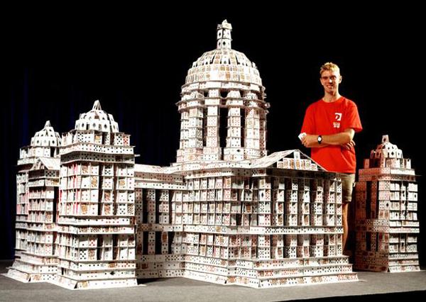 card sculptor 12 Невероятные карточные домики Брайана Берга