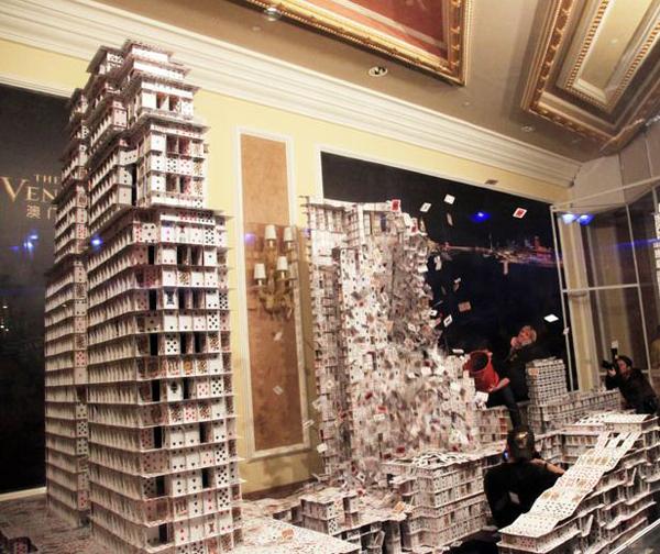 card sculptor 7 Невероятные карточные домики Брайана Берга