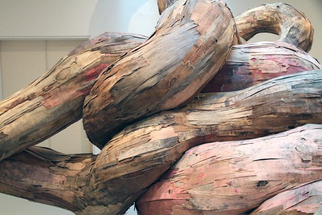 wash4 0 Бразильский художник Энрике Оливейра 'пустил корни' в художественной галерее «Национального музея искусства Африки»