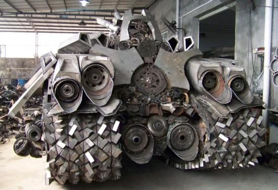 megatron tank 2 Китайский фанат трансформеров создал целую армию боевых роботов