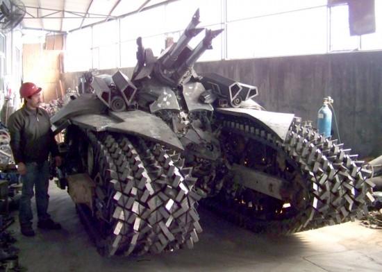 megatron tank 4 Китайский фанат трансформеров создал целую армию боевых роботов