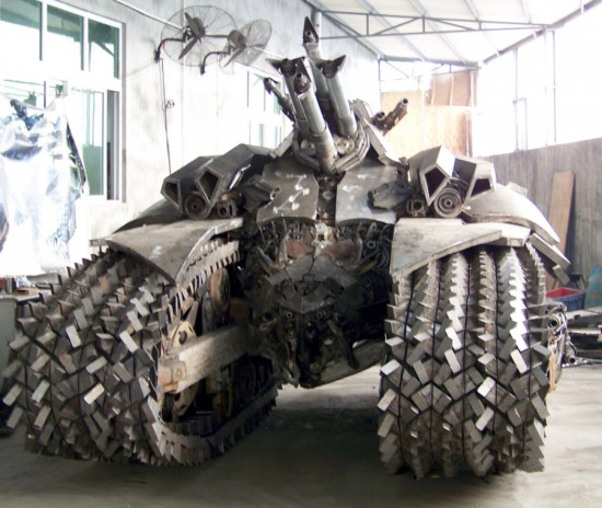 megatron tank 5 Китайский фанат трансформеров создал целую армию боевых роботов