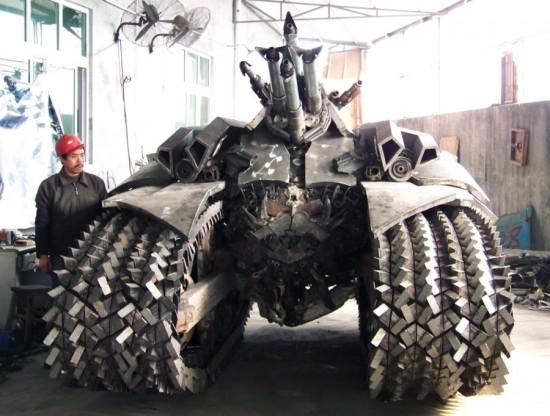 megatron tank 7 Китайский фанат трансформеров создал целую армию боевых роботов
