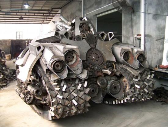 megatron tank 8 Китайский фанат трансформеров создал целую армию боевых роботов