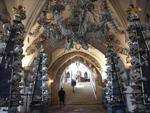 http://unnatural.ru/wp-content/gallery/sedlec_ossuary/pict0224.jpg