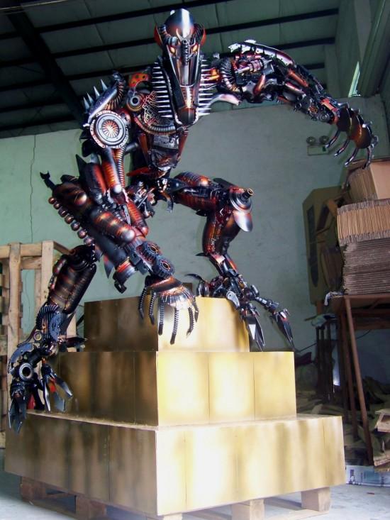 yang junlin transformers army 11 Китайский фанат трансформеров создал целую армию боевых роботов