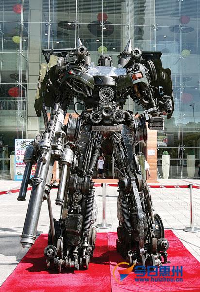 yang junlin transformers army 13 Китайский фанат трансформеров создал целую армию боевых роботов