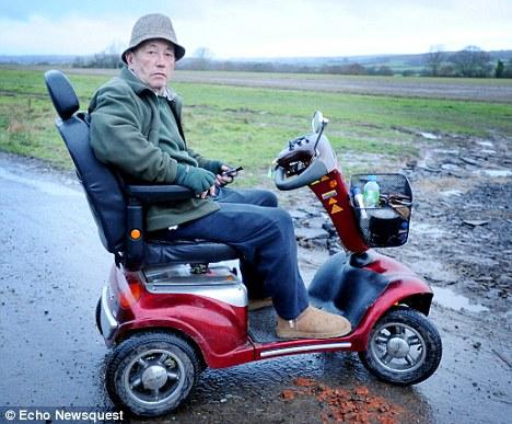tibbis В Великобритании полицейские взяли штурмом дом пожилого инвалида, который случайно подстрелил двух грабителей