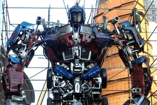 Optimus Prime statue Самый большой в мире памятник Оптимусу Прайму