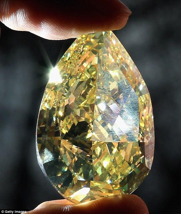 Cora Sun Drop 1 Самый дорогой в мире бриллиант Солнечная слеза