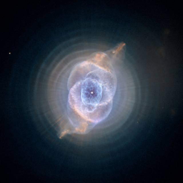 Cats Eye Nebula m Невероятная фотография туманности Кошачий Глаз, сделанная космическим телескопом Хаббл