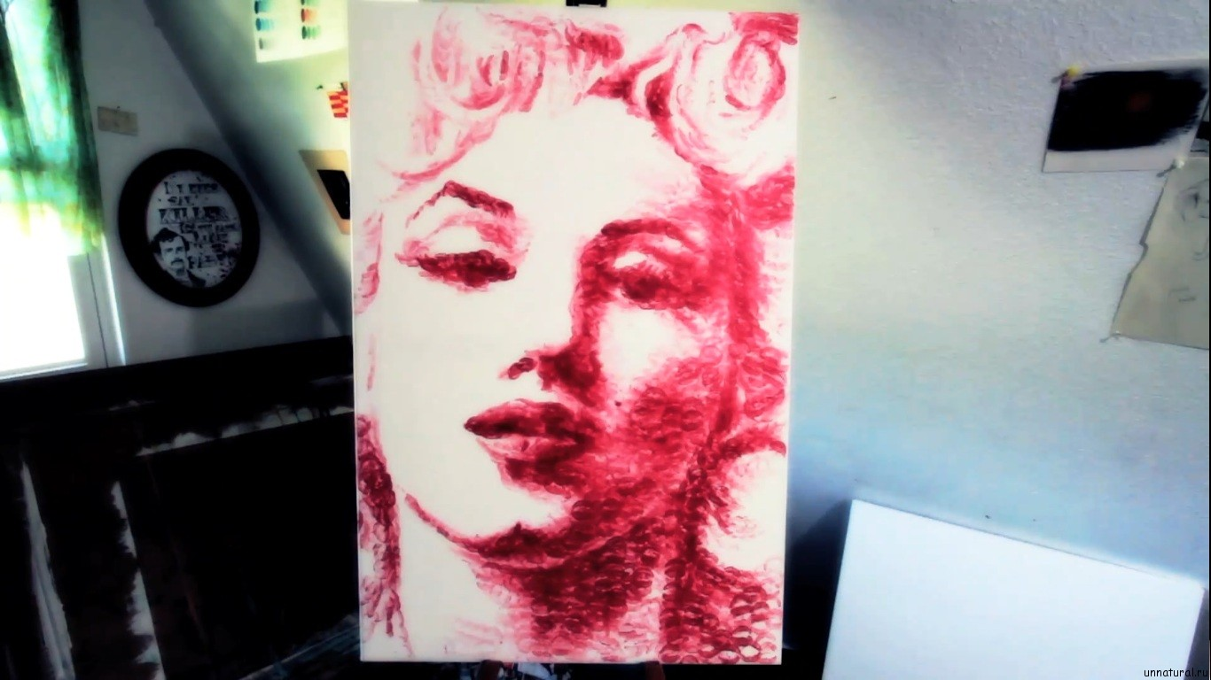 Natalie Irish kiss paint 5 Художница нарисовала потрясающую картину при помощи собственных губ
