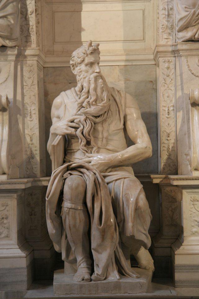 Moses San Pietro in Vincoli Топ 7.  Самые невероятные ошибки в известных произведениях искусства, которые Вы просто не могли не заметить