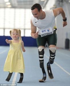 Ellie Challis 1 245x300 Никогда не сдавайся: 5 летняя Элли стала первым ребенком в мире, освоившим паралимпийские бионические лопасти