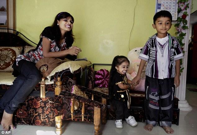 Jyoti Amge 7 65 сантиметровая индианка стала самой маленькой женщиной в мире