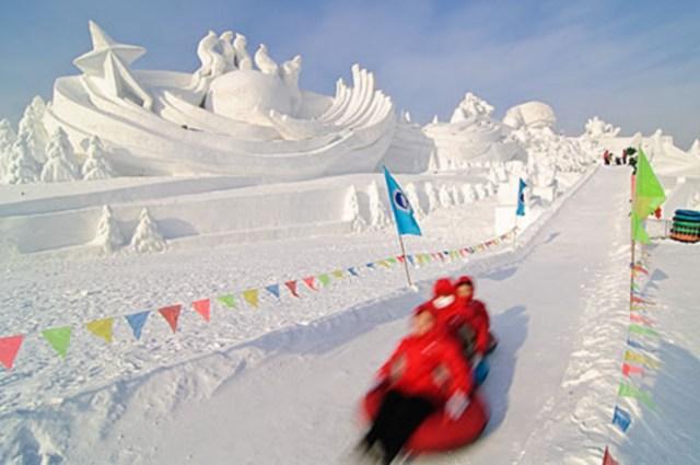 snow sculpture 11 Самые удивительные и невероятные работы скульпторов со всего мира, ставшие жемчужинами Харбинского международного фестиваля ледяных и снежных скульптур
