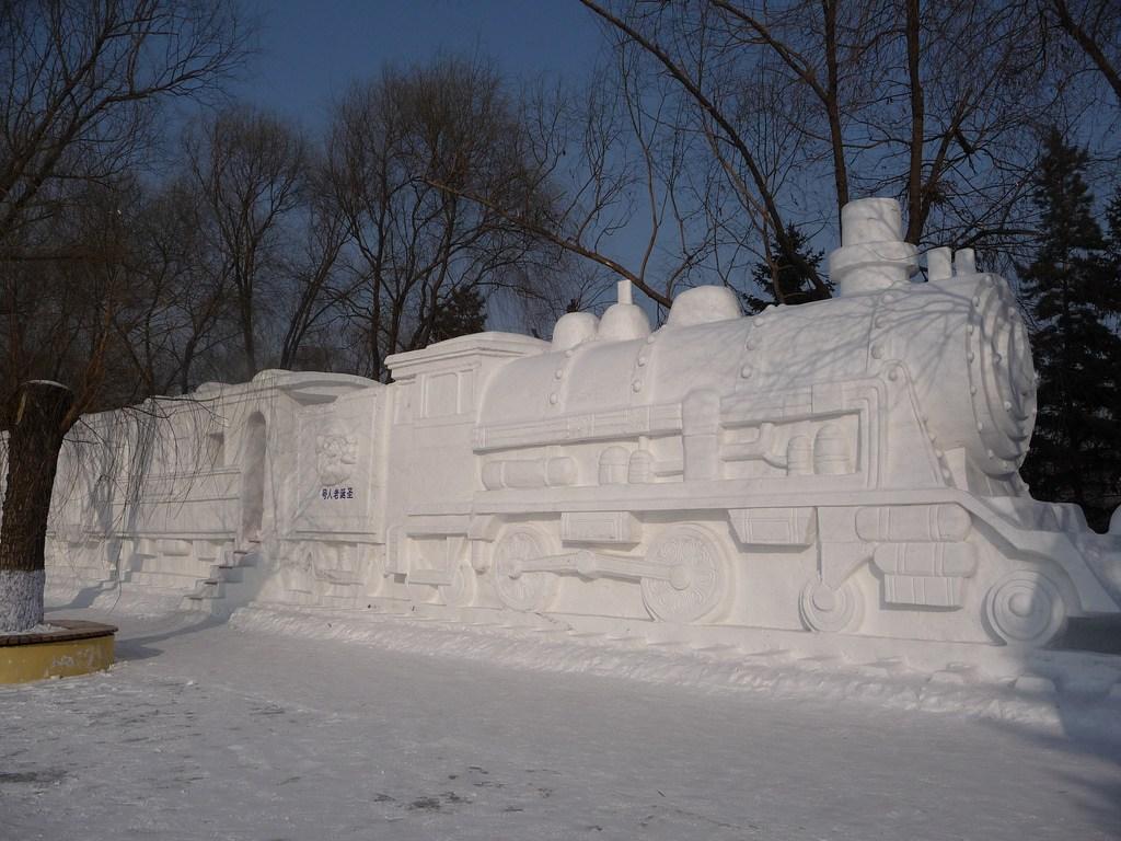 snow sculpture 12 Самые удивительные и невероятные работы скульпторов со всего мира, ставшие жемчужинами Харбинского международного фестиваля ледяных и снежных скульптур