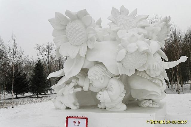 snow sculpture 13 Самые удивительные и невероятные работы скульпторов со всего мира, ставшие жемчужинами Харбинского международного фестиваля ледяных и снежных скульптур