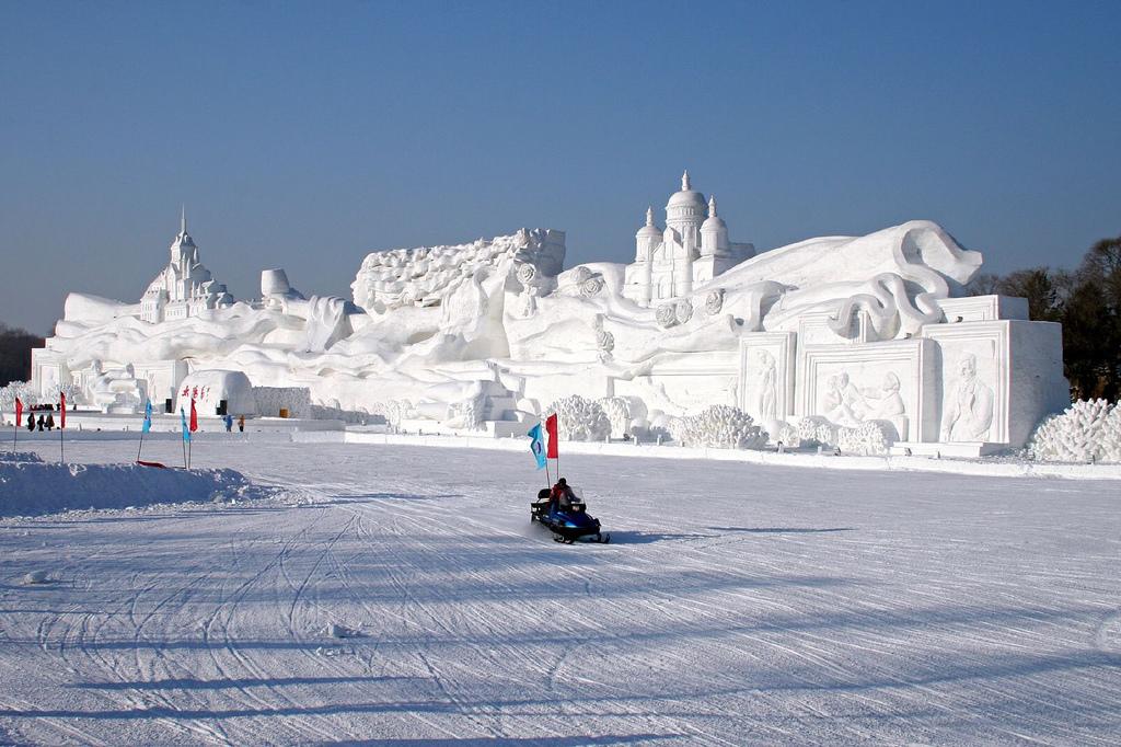 snow sculpture 16 Самые удивительные и невероятные работы скульпторов со всего мира, ставшие жемчужинами Харбинского международного фестиваля ледяных и снежных скульптур