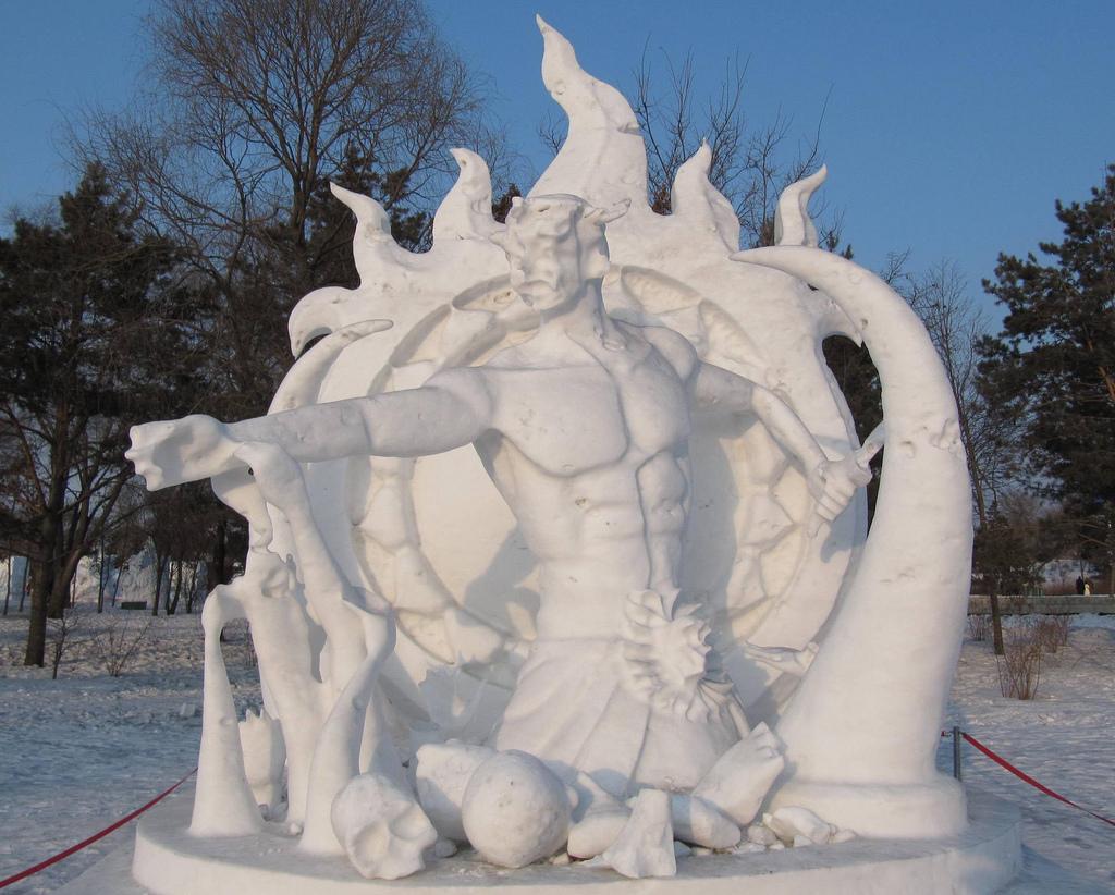 snow sculpture 17 Самые удивительные и невероятные работы скульпторов со всего мира, ставшие жемчужинами Харбинского международного фестиваля ледяных и снежных скульптур