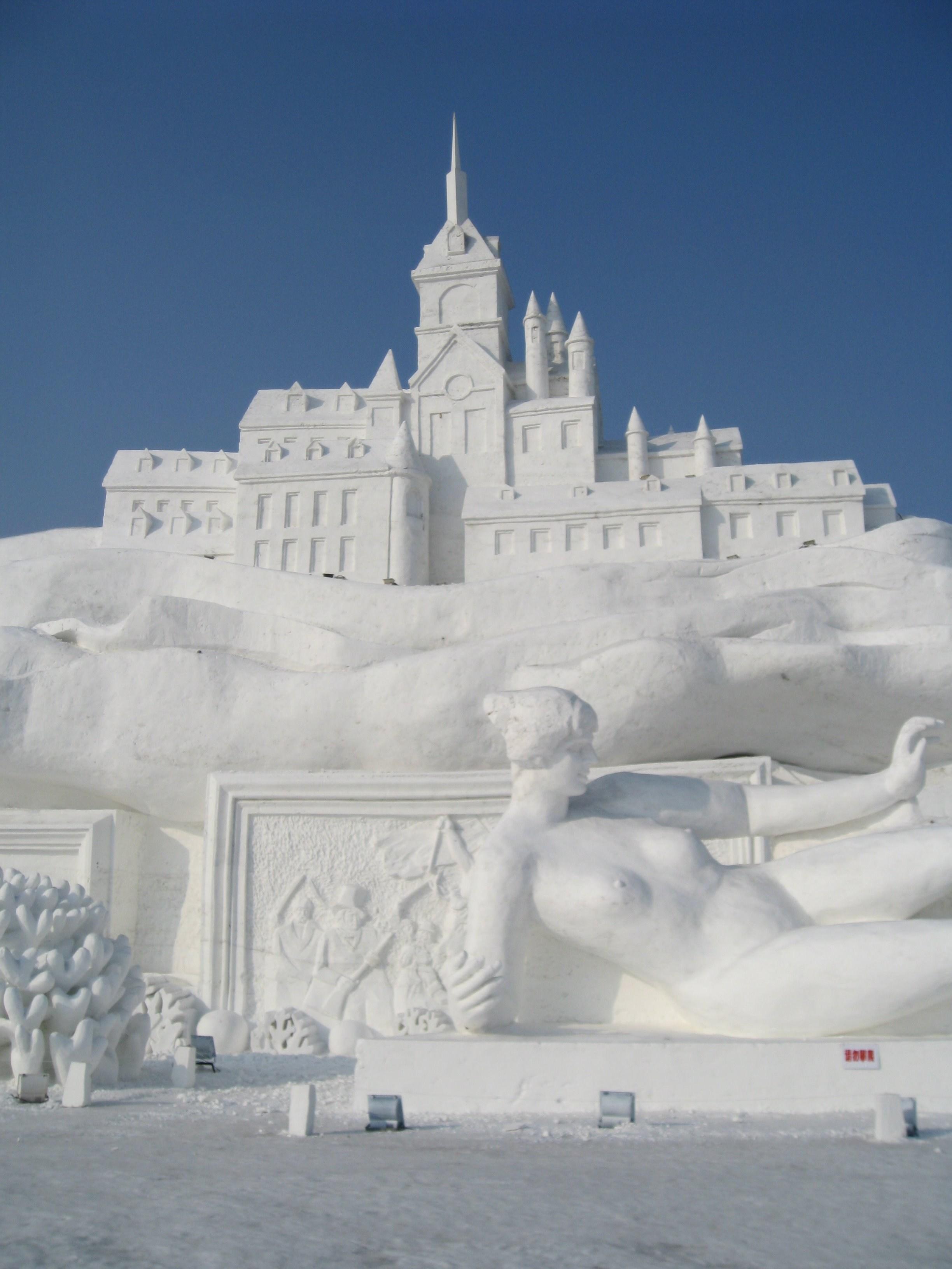 snow sculpture 18 Самые удивительные и невероятные работы скульпторов со всего мира, ставшие жемчужинами Харбинского международного фестиваля ледяных и снежных скульптур