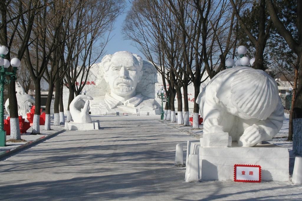 snow sculpture 19 Самые удивительные и невероятные работы скульпторов со всего мира, ставшие жемчужинами Харбинского международного фестиваля ледяных и снежных скульптур