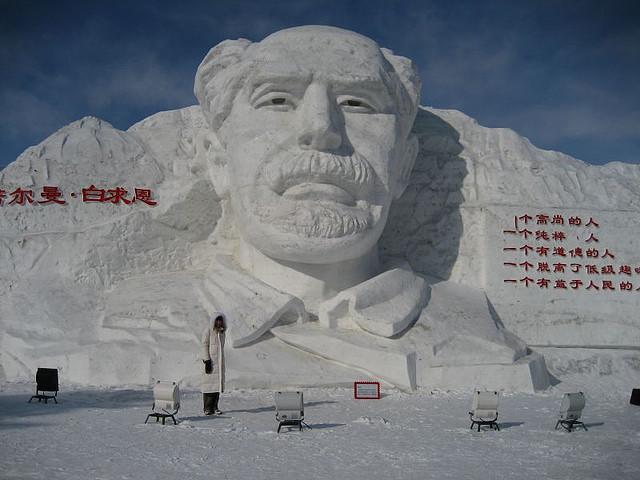 snow sculpture 19 1 Самые удивительные и невероятные работы скульпторов со всего мира, ставшие жемчужинами Харбинского международного фестиваля ледяных и снежных скульптур