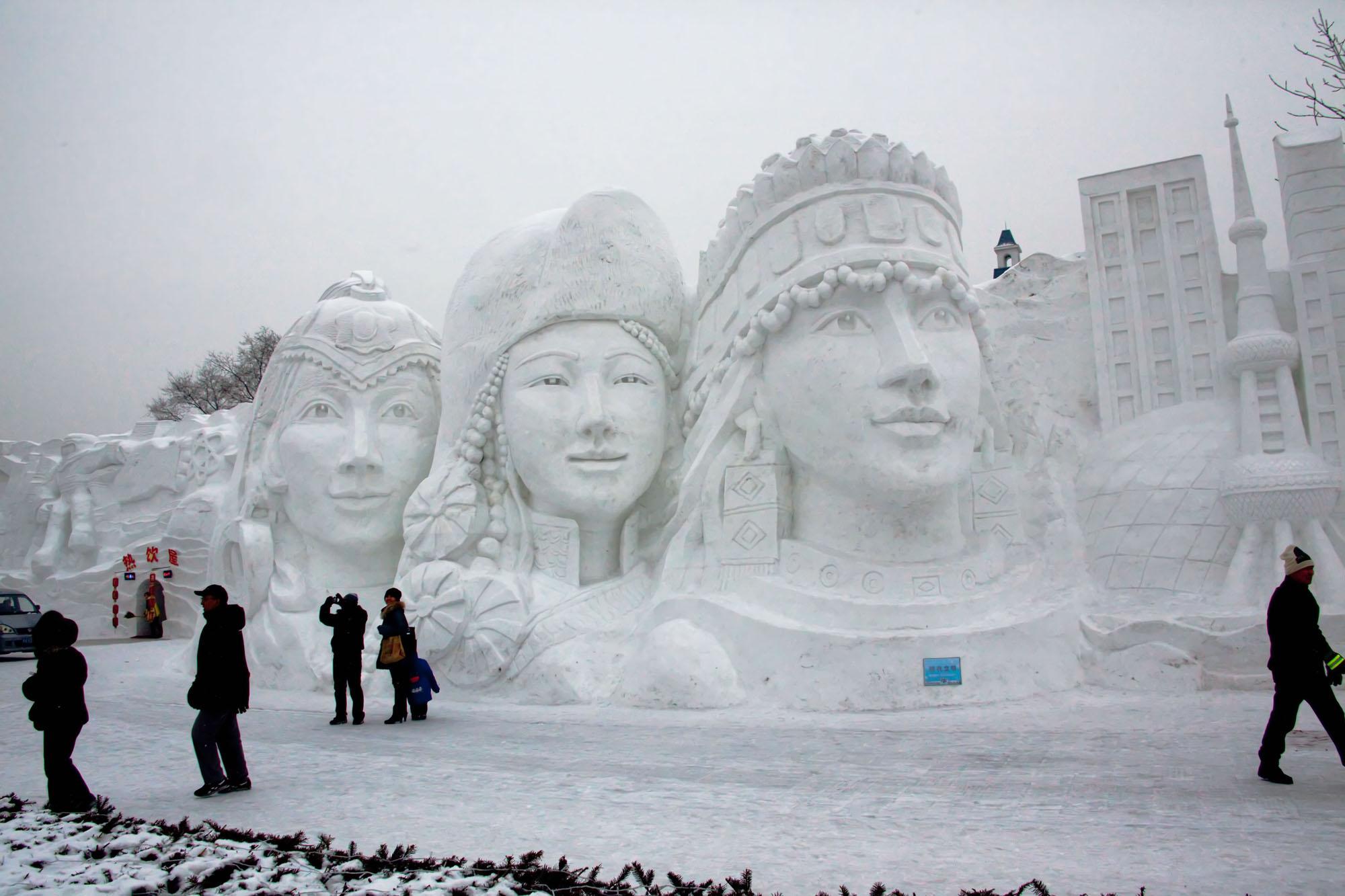 snow sculpture 20 Самые удивительные и невероятные работы скульпторов со всего мира, ставшие жемчужинами Харбинского международного фестиваля ледяных и снежных скульптур