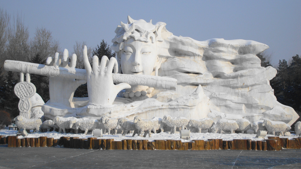 snow sculpture 21 Самые удивительные и невероятные работы скульпторов со всего мира, ставшие жемчужинами Харбинского международного фестиваля ледяных и снежных скульптур