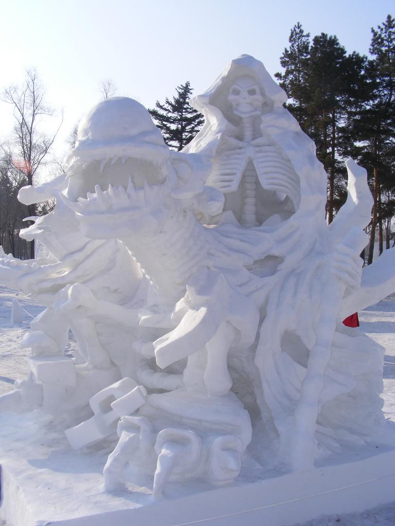 snow sculpture 26 Самые удивительные и невероятные работы скульпторов со всего мира, ставшие жемчужинами Харбинского международного фестиваля ледяных и снежных скульптур