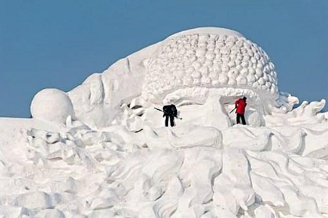 snow sculpture 4 Самые удивительные и невероятные работы скульпторов со всего мира, ставшие жемчужинами Харбинского международного фестиваля ледяных и снежных скульптур