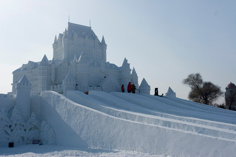 snow sculpture 5 Самые удивительные и невероятные работы скульпторов со всего мира, ставшие жемчужинами Харбинского международного фестиваля ледяных и снежных скульптур