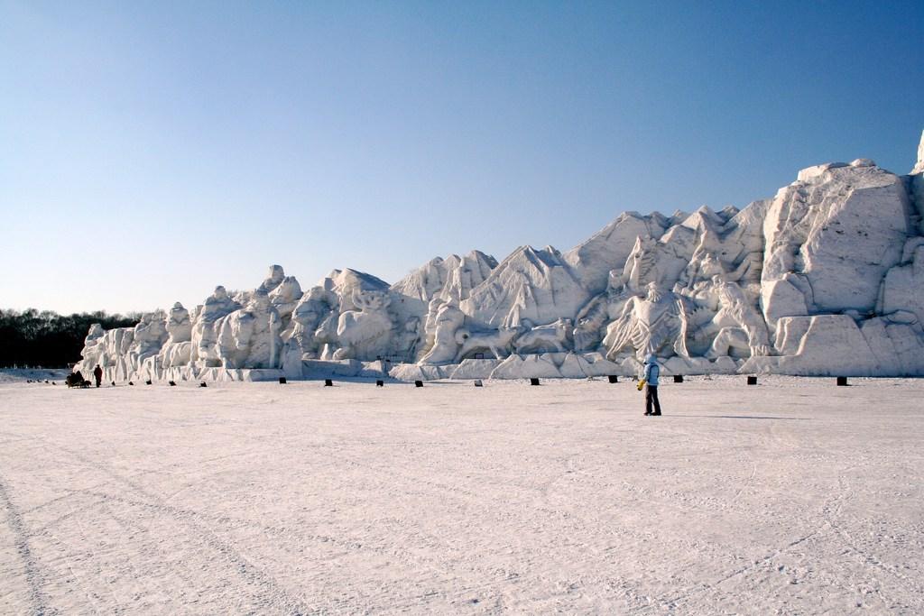 snow sculpture 6 Самые удивительные и невероятные работы скульпторов со всего мира, ставшие жемчужинами Харбинского международного фестиваля ледяных и снежных скульптур
