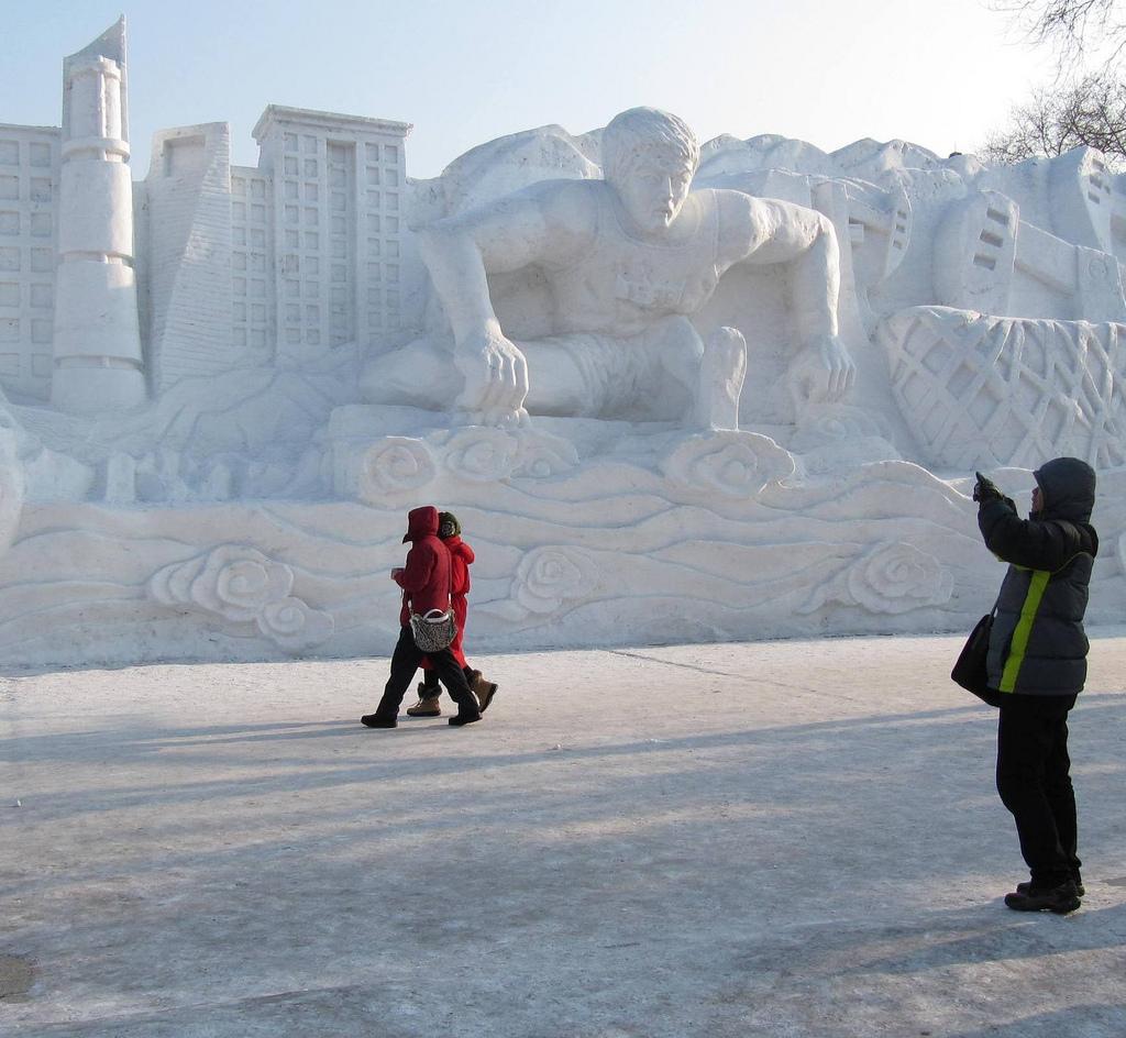 snow sculpture 7 Самые удивительные и невероятные работы скульпторов со всего мира, ставшие жемчужинами Харбинского международного фестиваля ледяных и снежных скульптур