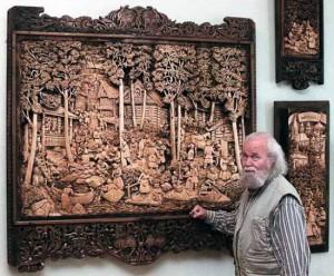 Kronid Gogolev 300x248 Резные картины Кронида Гоголева