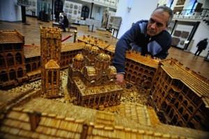 Plamen Ignatov 1 300x200 Мужчина потратил 16 лет своей жизни на постройку модели Рильского монастыря из 6 000 000 спичек