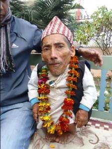 Chandra Bahadur Dangi 1 225x300 Самым маленьким человеком в мире был признан 56 сантиметровый житель Непала