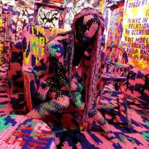 olek 18 300x300 Невероятные работы уличной ткачихи Агаты Олексиак