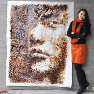Hong Yi 1 300x300 Портрет, нарисованный кругляшами кофейных разводов